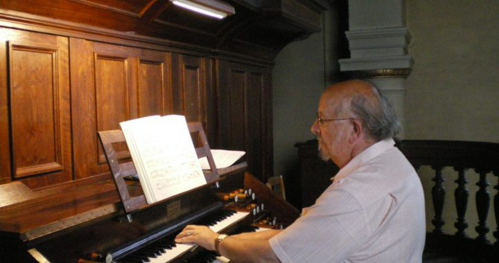 A. Fromy à l'orgue de Montfort a